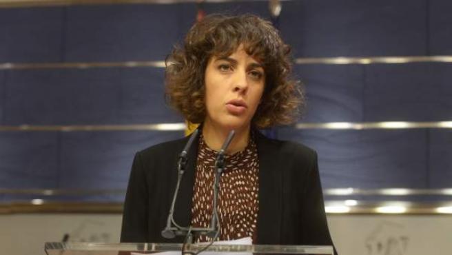 La política de En Marea, Alexandra Fernández, durante una rueda de prensa en el Congreso de los Dipuatos.