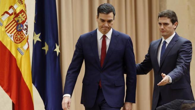 Sánchez y Rivera, antes de firmar el pacto de legislatura en 2016.