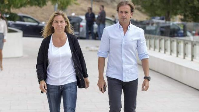 La extenista Arantxa Sánchez Vicario y su marido, en una imagen de archivo.