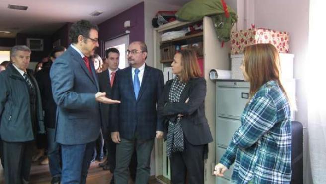 Lambán y Pérez en su visita hoy al Centro de FP Los Enlaces en Zaragoza