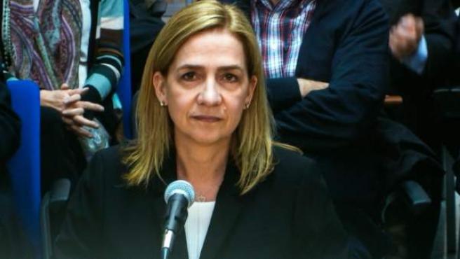 Imagen de la infanta Cristina a través del monitor de la sala de prensa de la Escuela Balear de la Administración Pública (EBAP), donde continúa el juicio por el caso Nóos.