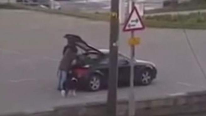 Un mendigo es sorprendido montando en un Audi TT