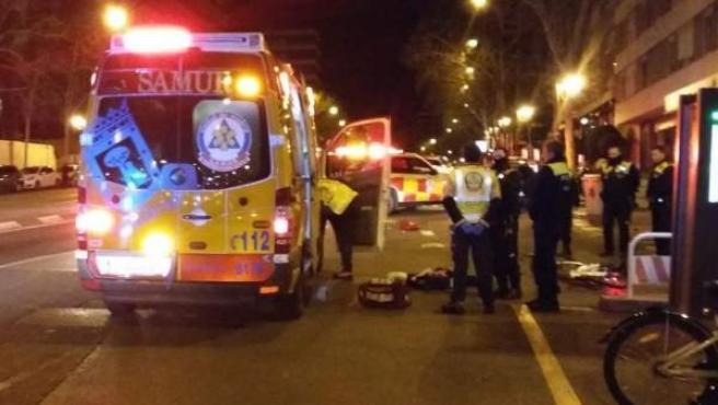 Imagen del atropello mortal a un ciclista en la calle Alberto Alcocer de Madrid.