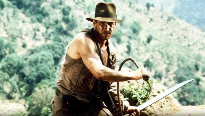 Harrison Ford caracterizado como Indiana Jones.