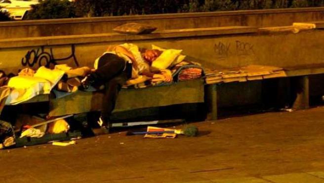 Los Servicios Sociales dicen que hay 2.000 sintecho en Madrid, pero los expertos elevan la cifra a 3.000.
