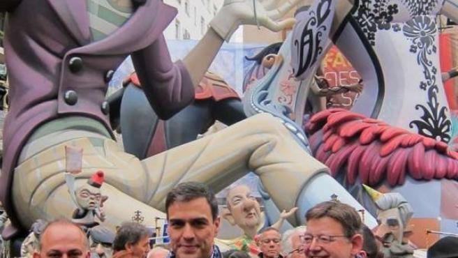 Sánchez, junto a Calabuig y Puig, el año pasado en su visita a las Falla