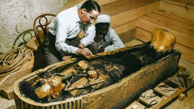 Imágenes coloreadas del descubrimiento de la tumba del faraón Tutankamón.