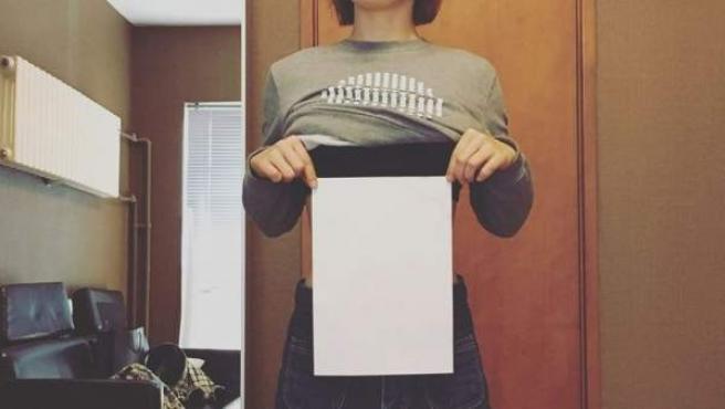 Demostrar tener la cintura más estrecha que un folio A4 es el nuevo reto viral de internet.
