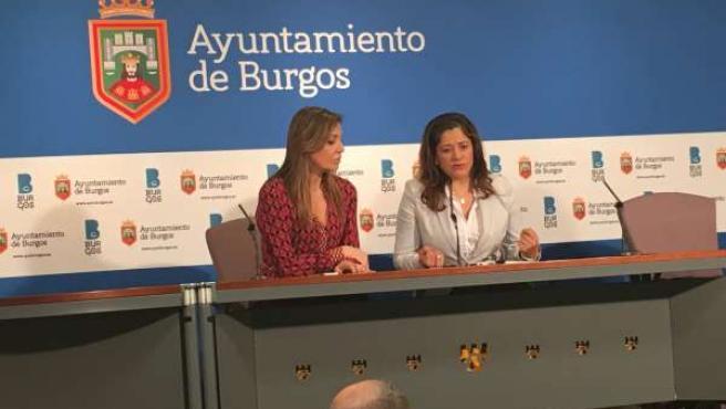 Carolina Blasco (izq) y Lorena Ruiz en rueda de prensa