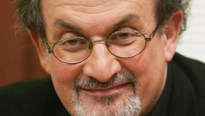 El escritor británico Salman Rushdie.