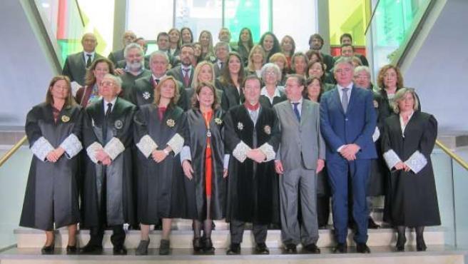 El fiscal jefe de Huelva, Luis Fernández Arévalo, con todos los fiscales.