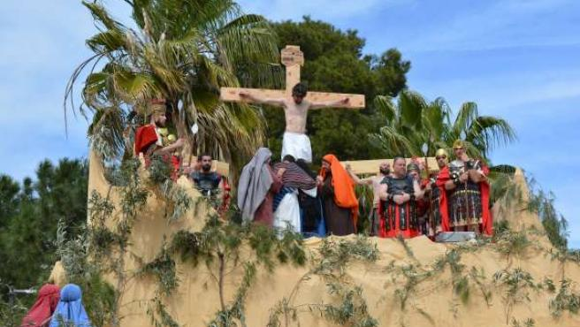 Representación de la crucifixión de Cristo en Benetússer