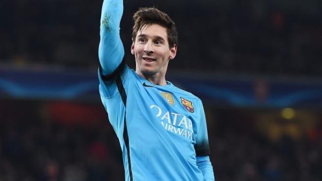 El jugador del Barcelona Lionel Messi celebra después de anotar un gol.