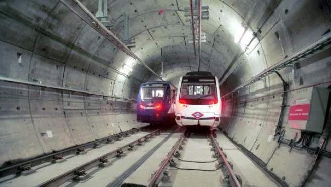 Trenes en los túneles de Metro de Madrid.