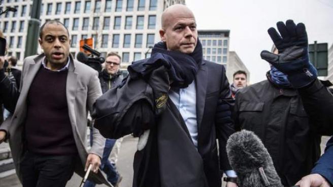 Sven Mary (c), el abogado del presunto cerebro logístico de los atentados de París, Salah Abdeslam.