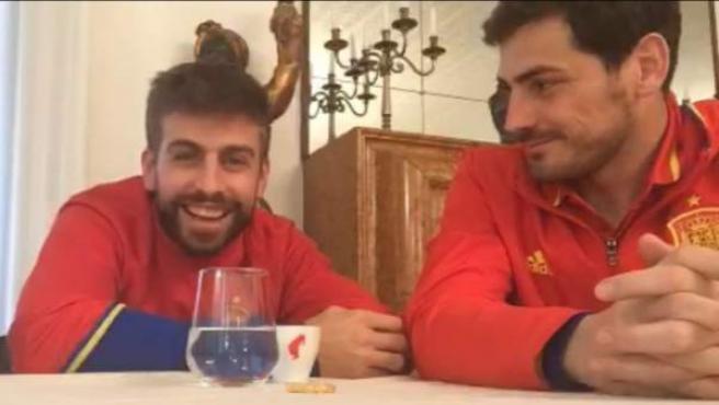 Gerard Piqué junto a Iker Casillas en el segundo vídeo de Periscope del jugador catalán.