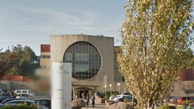 Fachada del hospital do Salnés en el que siguen ingresados dos menores intoxicados.