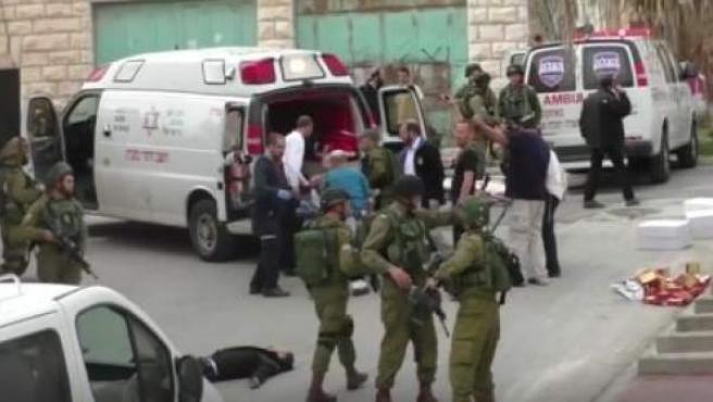 Imagen del palestino abatido por un militar israelí.