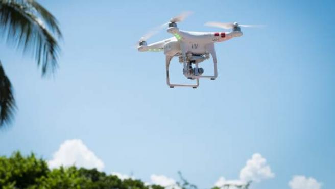 Un dron en pleno vuelo, en una imagen de archivo.