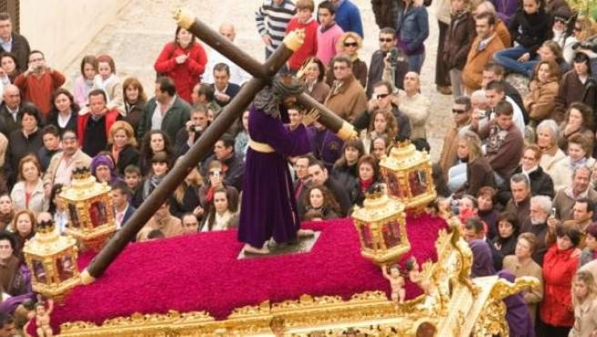 Dos mujeres han sido detenidas por causar daños a la imagen de Nuestro Padre Jesús Nazareno de Osuna, en Sevilla.