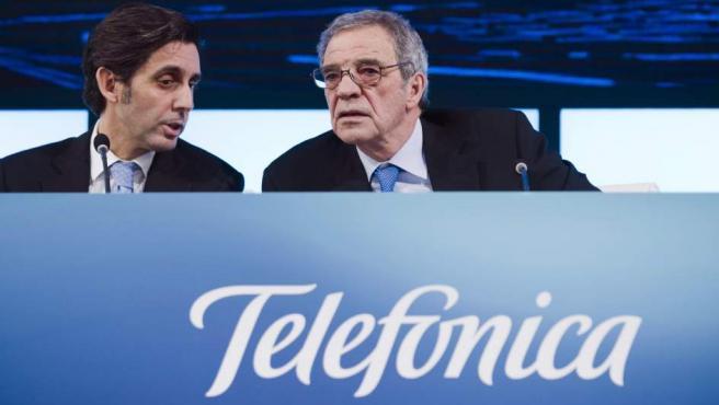 Fotografía de archivo (del presidente de Telefónica, César Alierta (d) junto al consejero delegado, José María Álvarez-Pallete.