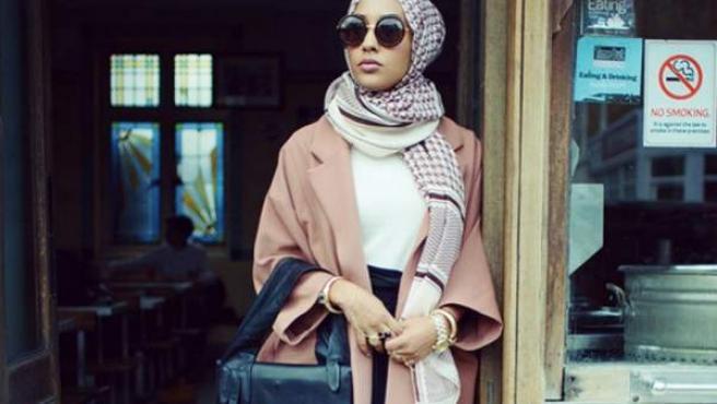 La firma sueca de moda H&M ha levantado polémica después de lanzar una campaña en la que una modelo viste con hiyab.