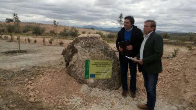 Ortega y Moreno en la entrega del sellado del vertedero.