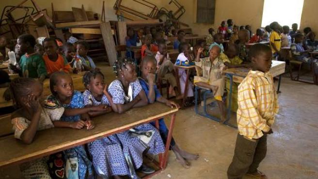 Imagen de archivo de niñas en una escuela en Mali.