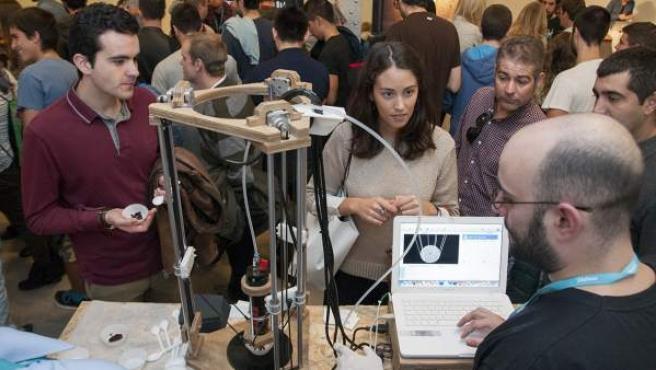 Hackathon, de Fundación Telefónica, busca romper la brecha digital de género existente en las disciplinas científicas.