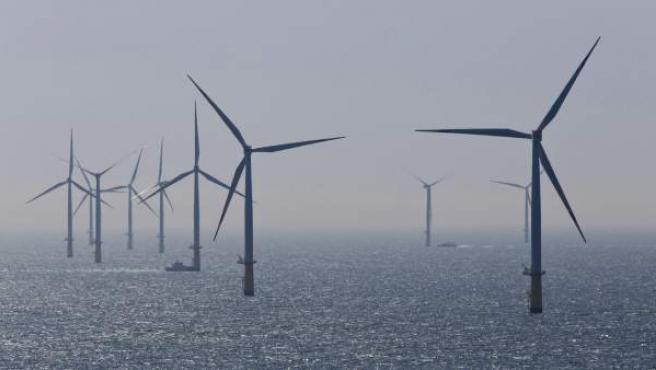 Aerogeneradores de la Granja Eólica de la compañía alemana de suministro energético RWE en el Mar del Norte, Alemania.