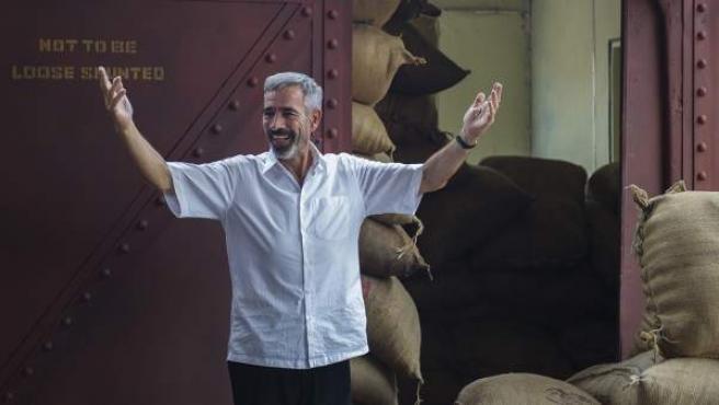Fotograma de la tv movie 'Vicente Ferrer', interpretado por Imanol Arias.