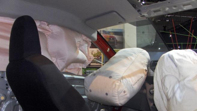 Los airbag de un coche desplegados.
