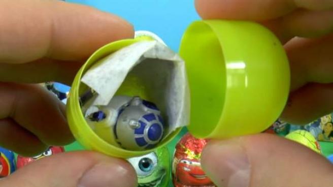 Los 'unboxing' de huevos Kinder tienen miles de seguidores.