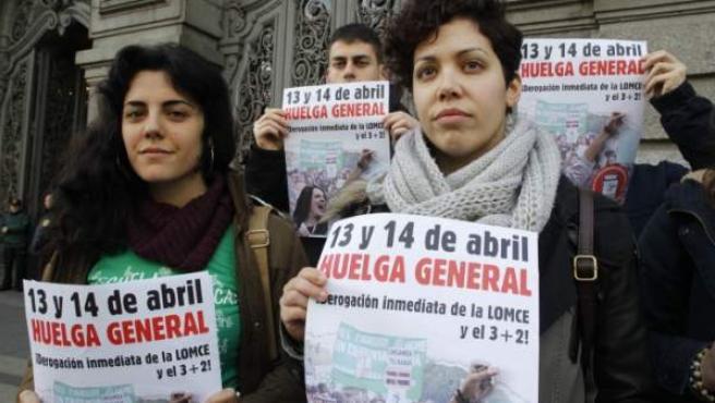 La secretaria general del Sindicato de Estudiantes Ana García durante la presentación de convocatoria de huelga ante el Ministerio de Educación.