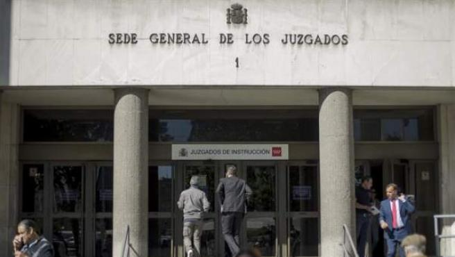 Imagen de la entrada a la sede general de los juzgados de instrucción de Madrid.