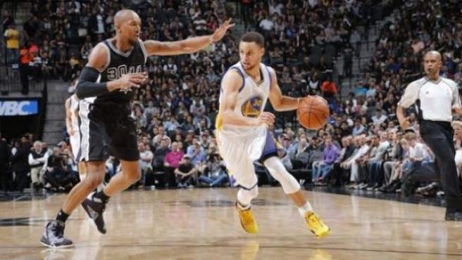 Imagen del partido entre los Golden State Warriors y los San Antonio Spurs.