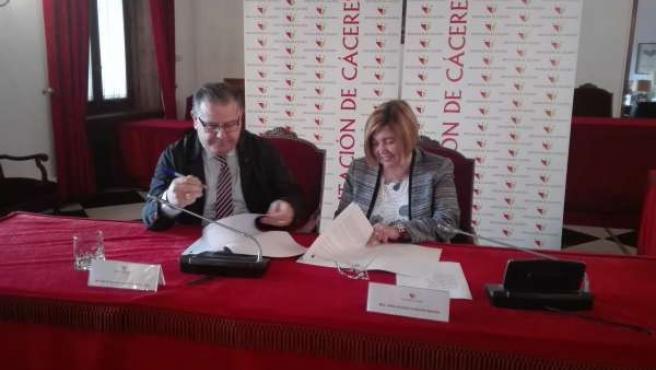Firma de convenios de Diputación de Cáceres con DOP