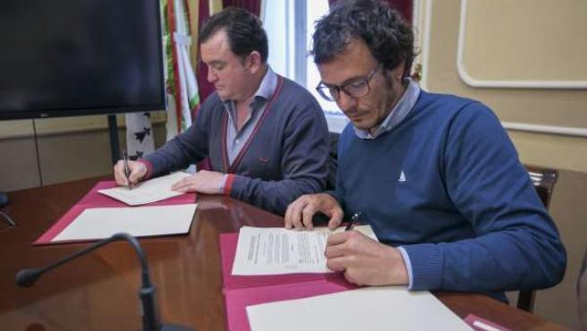 Alcalde de Cádiz firma convenio con iniciativa Plan C