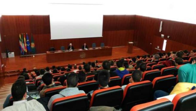 Curso sobre sondeos que celebra la Escuela Politécnica Superior de Linares.