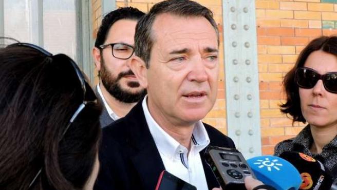 Pérez Navas atiende a los medios