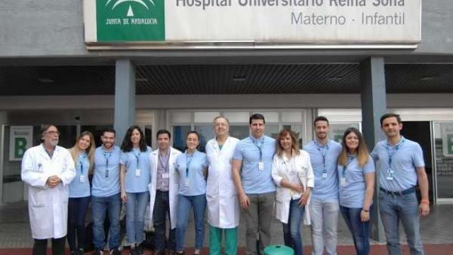 Miembros sanitarios y de la plantilla de Decathlon durante el encuentro de marzo