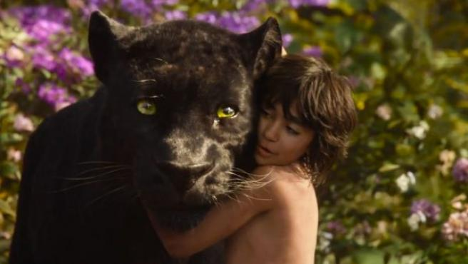 Fotograma de esta película de Disney que revisa el famoso libro de Rudyard Kipling, esta vez en acción real.