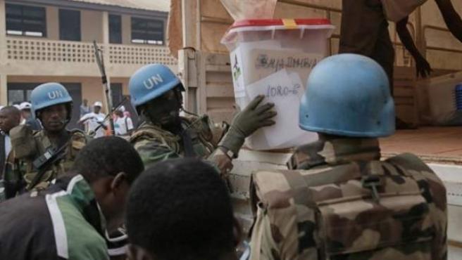 Miembros del contingente de cascos azules trabajando en República Centroafricana.