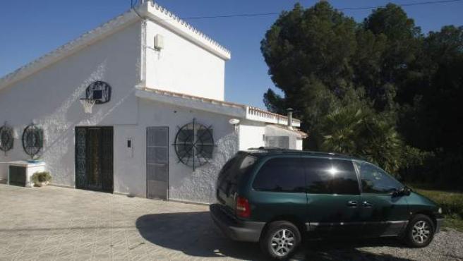 Vivienda situada en la calle Las Flores de Benidorm donde un hombre ha matado presuntamente a su mujer.