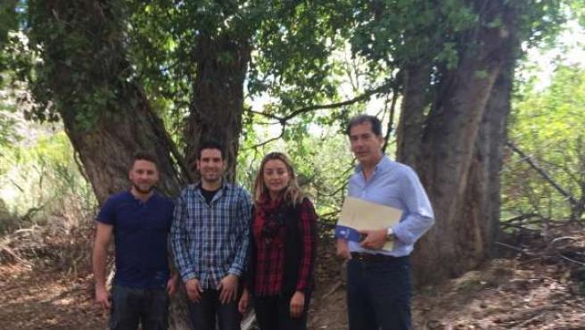 La diputada de Agricultura visitando la Vega de Líjar.
