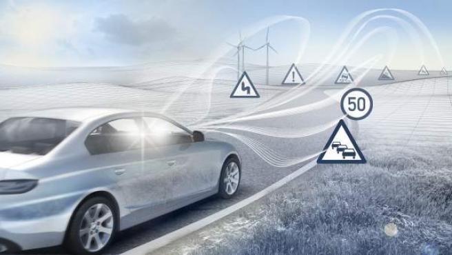 Un coche autónomo tiene la capacidad de decidir en qué momento debe frenar, acelerar o girar, en función del tráfico y de la vía por la que circula.
