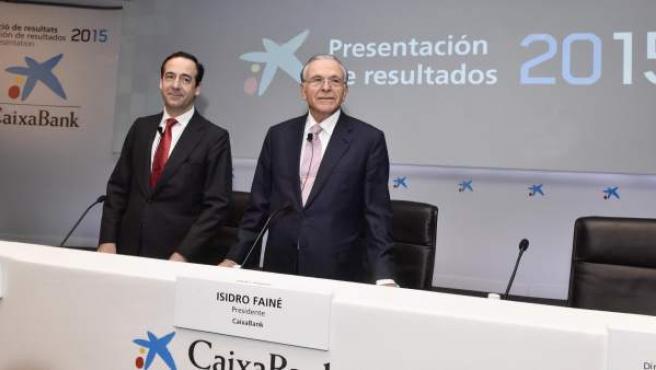 Isidro Fainé (dcha), durante la presentación de resultados de 2015 en CaixaBank.