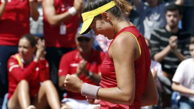 La tenista española Garbiñe Muguruza celebra su victoria ante la tenista italiana Roberta Vinci.