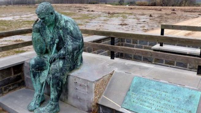Escultura de Sancho Panza en el municipio de Alcalá del Ebro. Imagen del blog Enelmundoperdido.com.