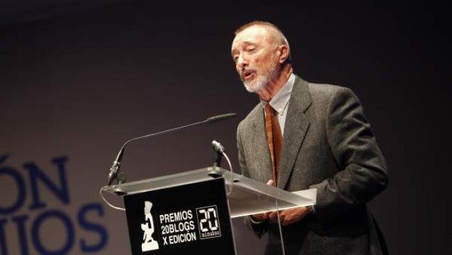 El escritor Arturo Pérez-Reverte fue elegido personalidad 'online' del año.
